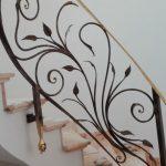 passamano scale ferro battuto foglie dettaglio
