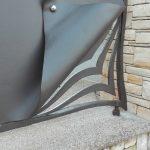 dettaglio decorativo portoncino ferro battuto