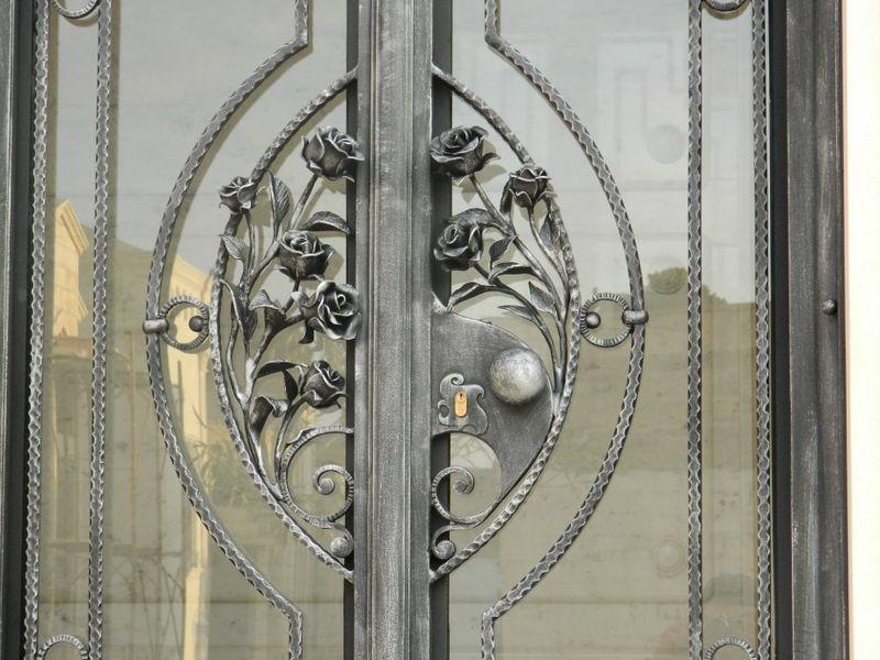 portale con rose